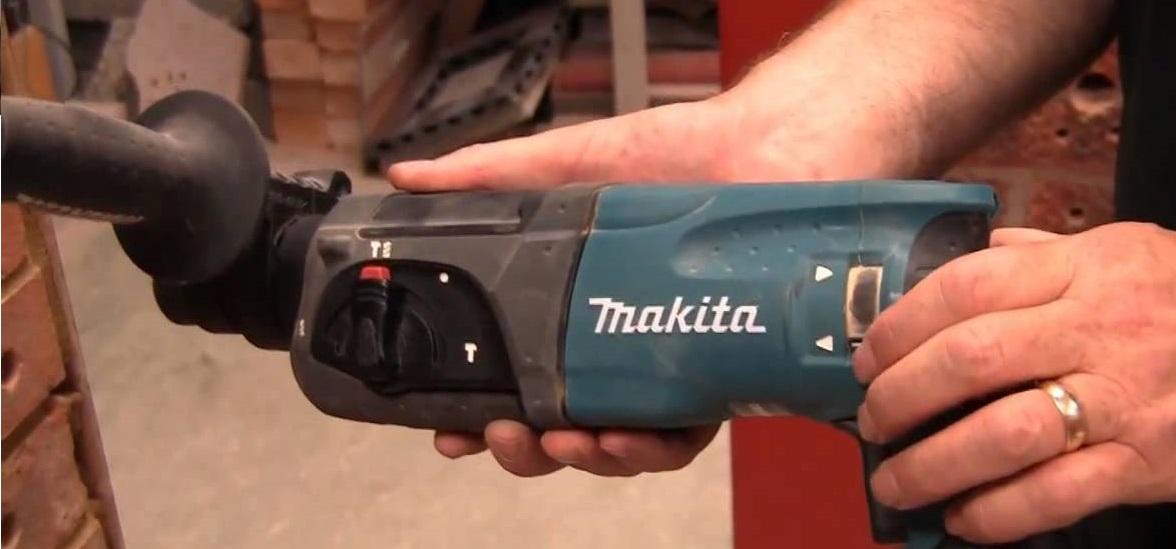 máy khoan bê tông Makita HR2470
