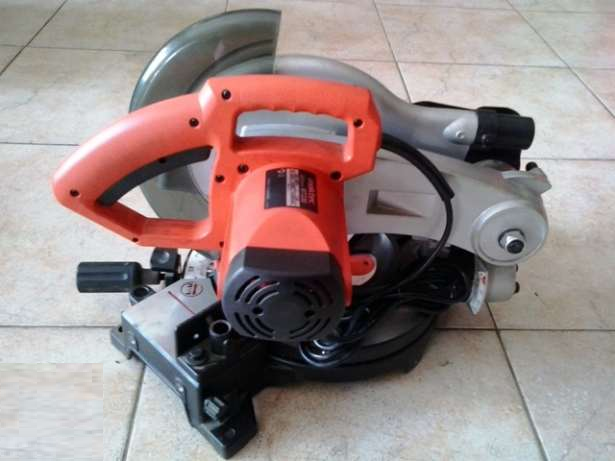 Máy cắt nhôm Maktec MT230 (255mm)