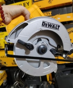 may-cua-go-Dewalt-DWE561