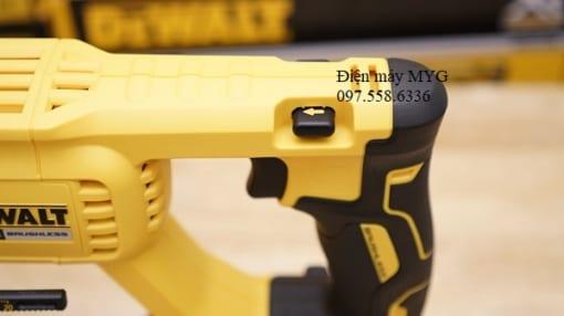 May-khoan-dong-luc-dung-pin-DEWALT-DCH133M2-18V (7)